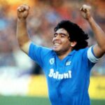 Muere el grande, muere Diego Maradona por un hematoma subdural.
