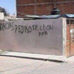 Giran orden de aprehensión contra Pedro de León el que mando grafitiar la pared de tu casa,