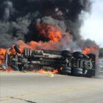 Se vuelca y arde una pipa con combustible en autopista Osiris: Vetagrande, Zacatecas.