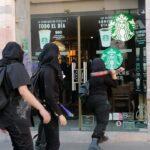 ⛔Marcha feminista termina con destrozos a negocios y locales: Zacatecas, capital.⛔