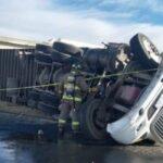 ⚠�Volcadura de camión que transportaba leche termina con la vida del chófer: Morelos, Zacatecas.⚠�