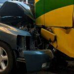 🚨Se impacta camióneta contra camión de pasajeros.