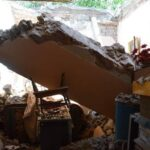 Se desploma el techo de una tienda de ropa.