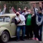 VIDEO - Profesor jubilado, vende su auto por necesidad, sus alumnos lo compran y se lo devuelven