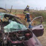 Se impacta camion contra un automovil compacto en el camino a Vetagrande.