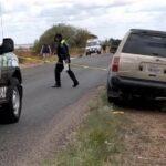 Un hombre adulto que viajaba de raite en una camioneta, muere al caer de la unidad