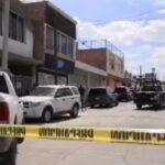 Cuatro hombres sufren ataque armado frente a decenas de trabajadores