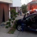 Mujer fue atropellada mientras caminaba por la banqueta