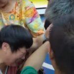 24 años después, joven se reúne con su familia en China, tras haber sido secuestrado cuando era un niño.
