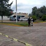 Chófer de un camión se encontraba cambiando una llanta cuando fue asesinado