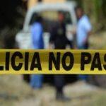 Encuentran el cuerpo de una mujer sin vida envuelta en cobijas.
